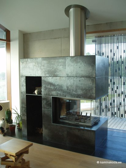 Kamin-3-klaasiga-epi-Axis-keraamiline-plaat-moderne-2011-002-1.jpg